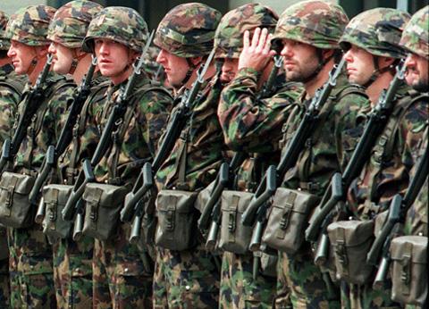 Schuldads da l'armada svizra.