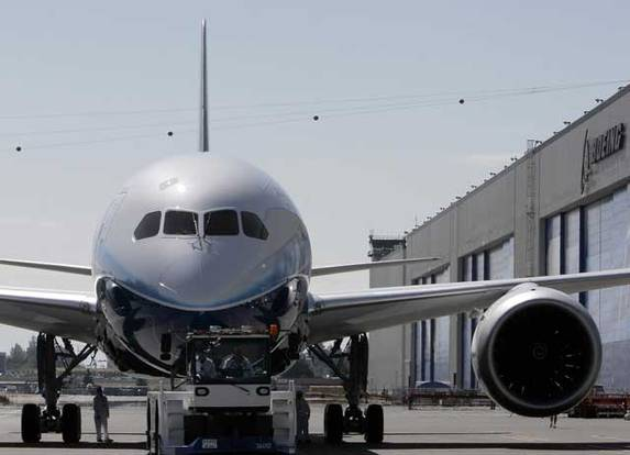Ina Boeing 787 Dreamliner sin la plazza aviatica.