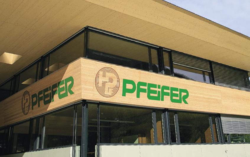 Per 2,05 milliuns francs ha la Holzindustrie Pfeifer cumprà ils dretgs da bajegiar sin l'areal da l'anteriura resgia gronda a Domat.