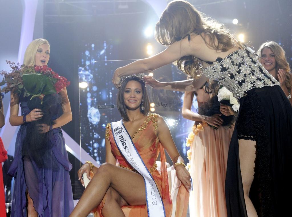 Alina Buchschacher, la Miss Svizra 2011 è la davosa Miss ch'è vegnida elegida durant l'emissiun sin la Televisiun Svizra.