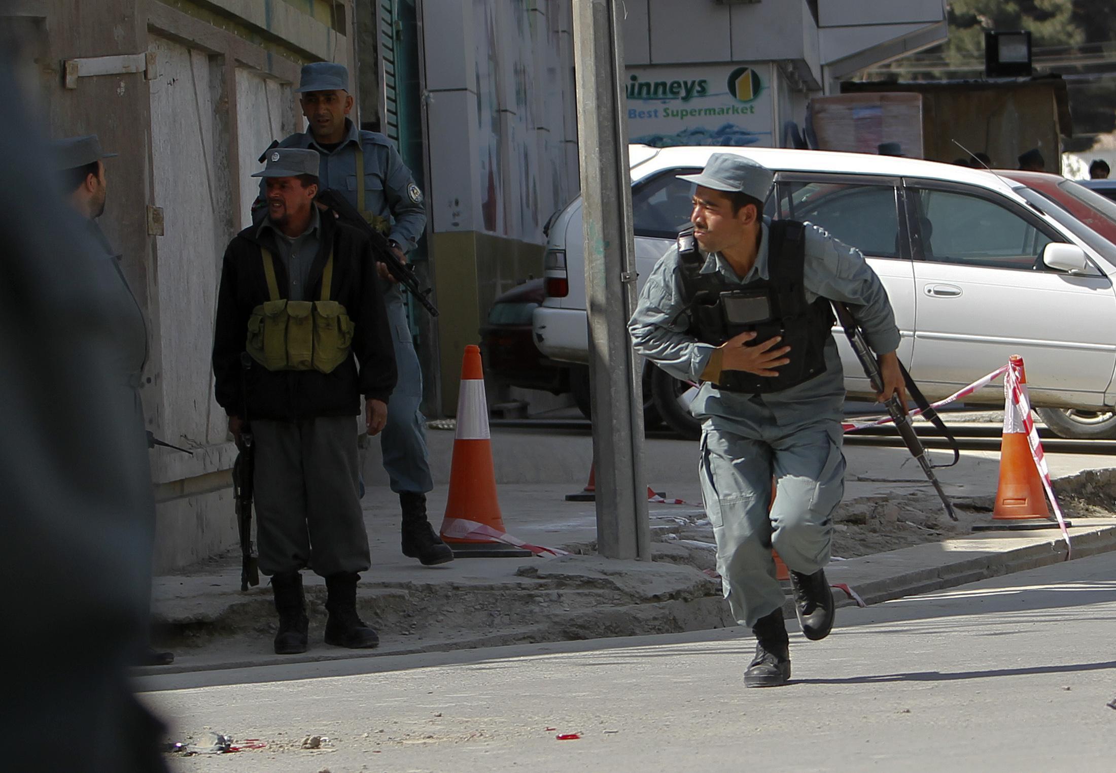 L'armada afgana vegn attatgada dals Taliban a Kabul.