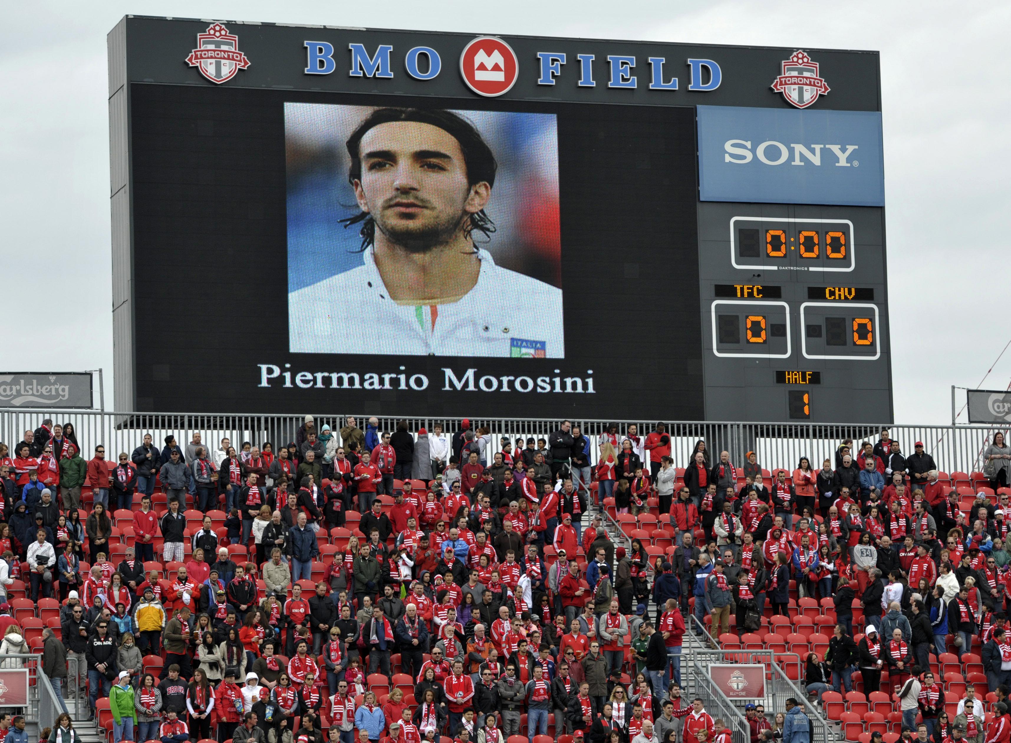 Ils fans da Livorno commemoreschan Piermario Morosini.