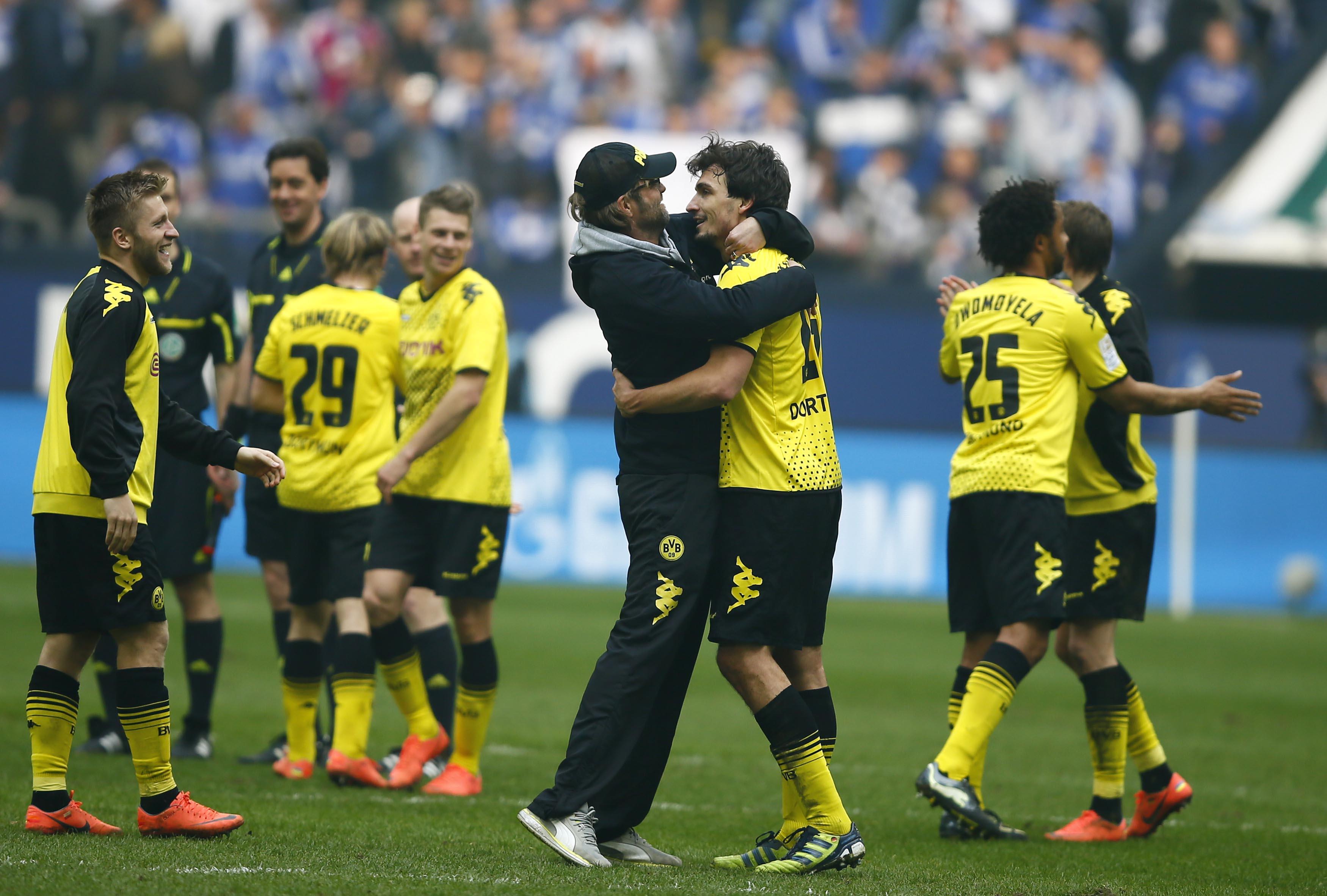 Ils giugaders da Borussia Dortmund sa legran da lur 2:1 cunter Schalke.