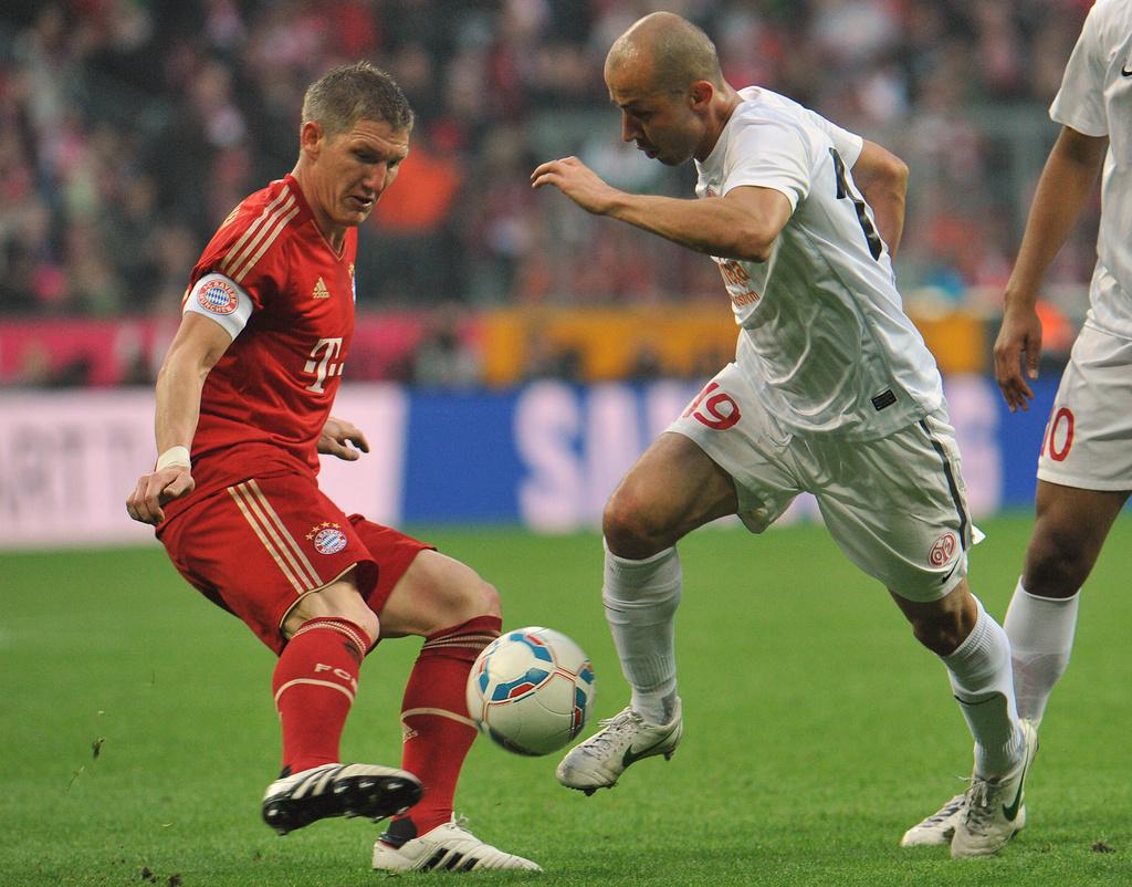 Da san.: Il giugader da Bayern München, Bastian Schweinsteiger e Soto, il giugader da Real Madrid.