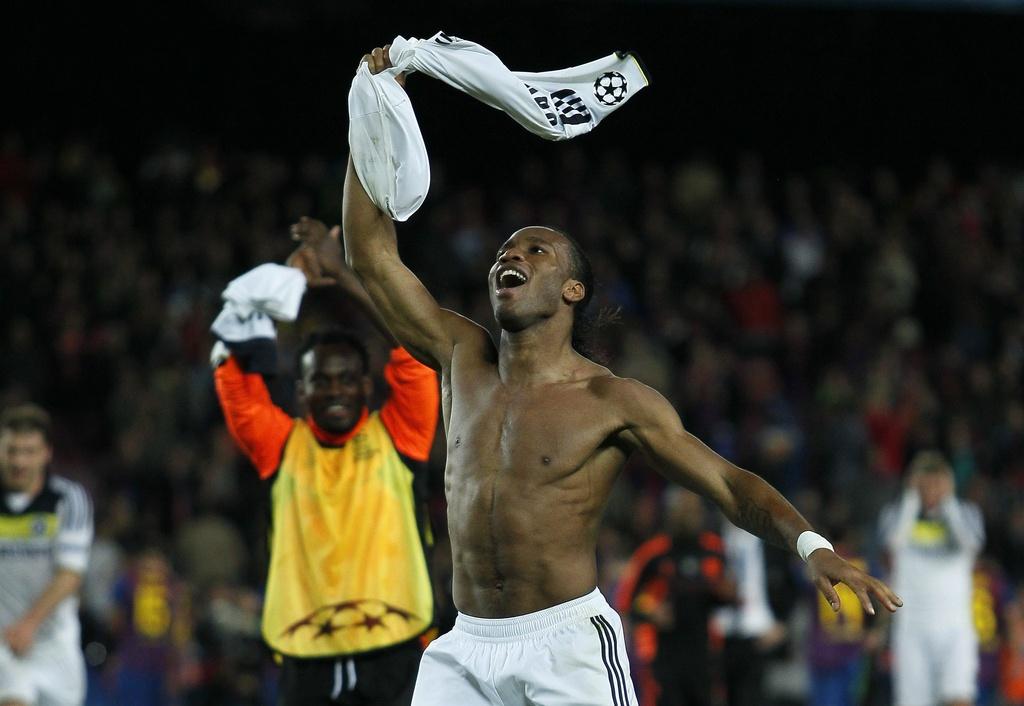 Didier Drogba da Chelsea Londra sa legra da la victoria.