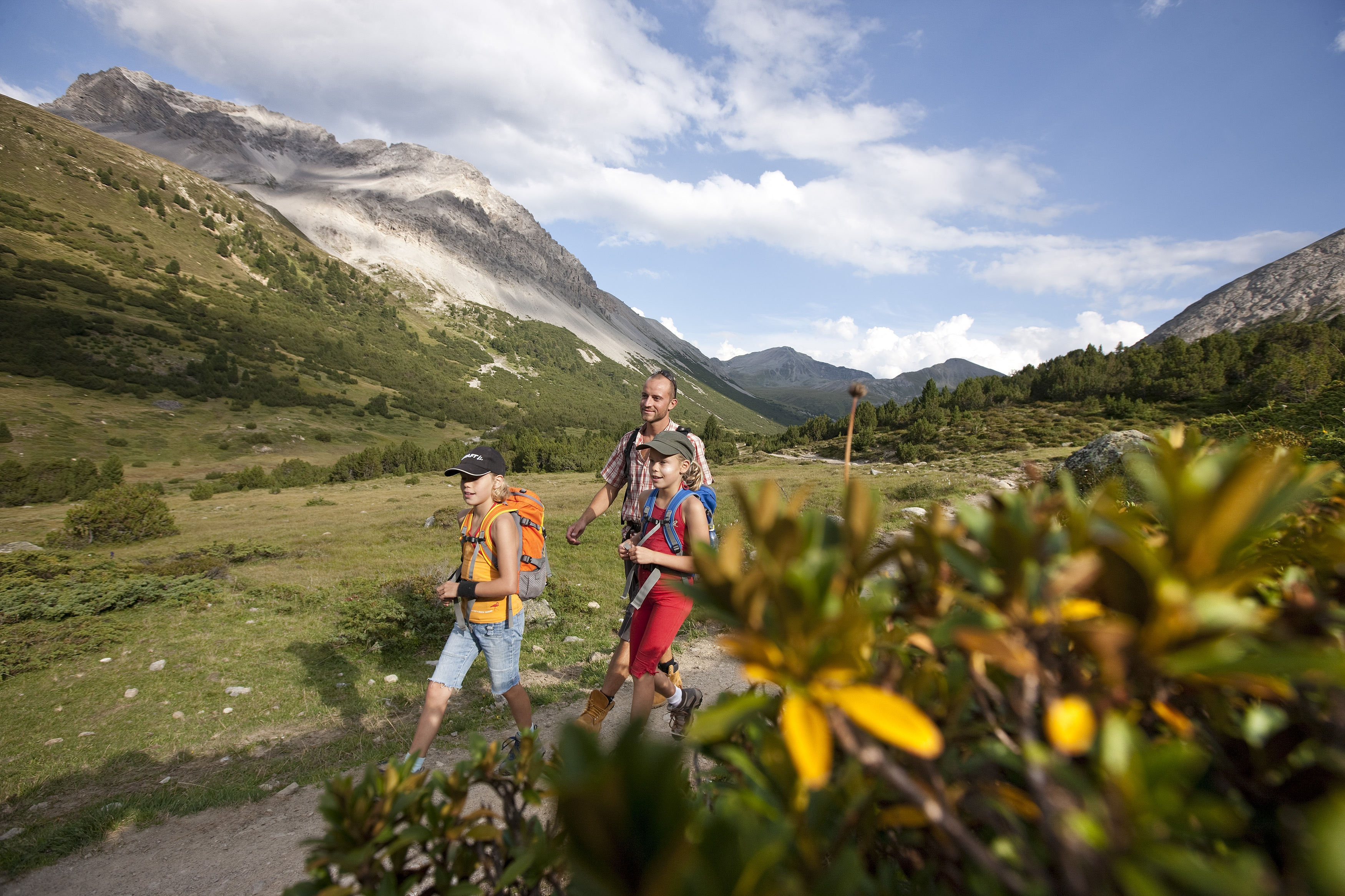 maletg simbolic: Tranter auter vegn la Svizra ludada per la legislaziun da l'ambient.