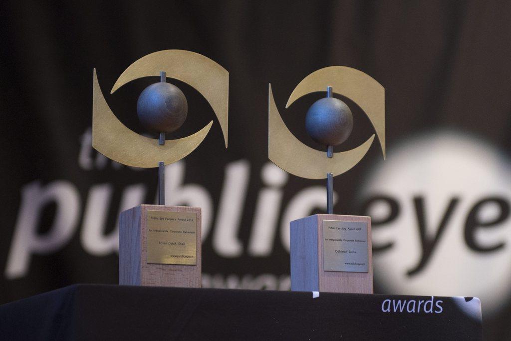Mintg'onn surdat il Public Eye in award durant il WEF a Tavau.