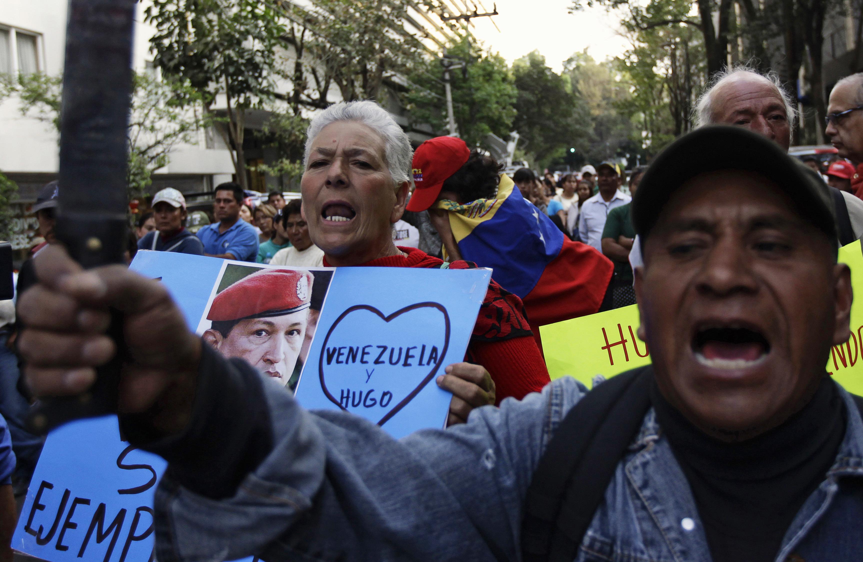 Durant in til da bun 7 uras ha il pievel prendì cumià da Hugo Chavez.