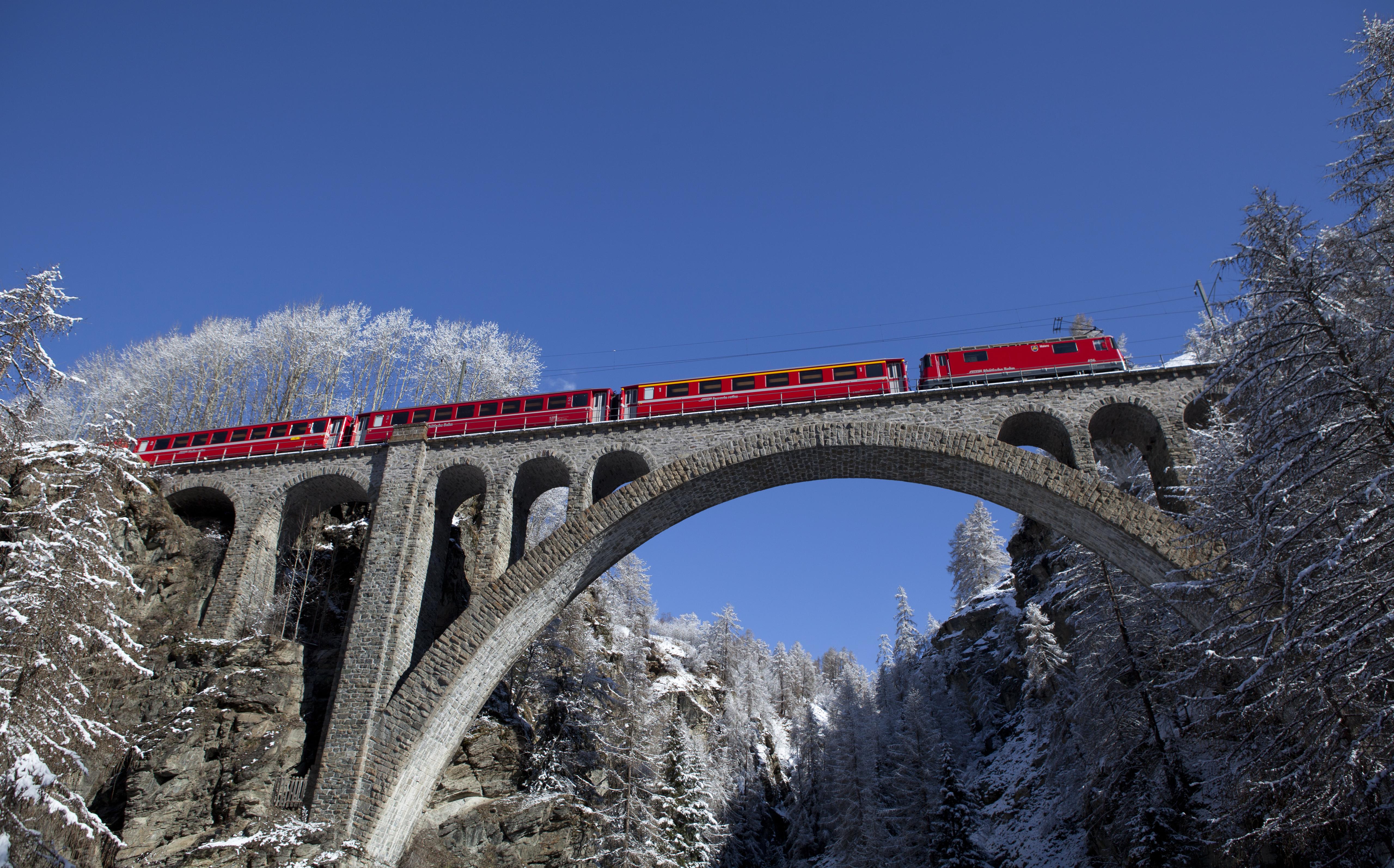 La lingia ha 79 punts - qua la Viafier retica sil viaduct Val-Tuoi sper Guarda.