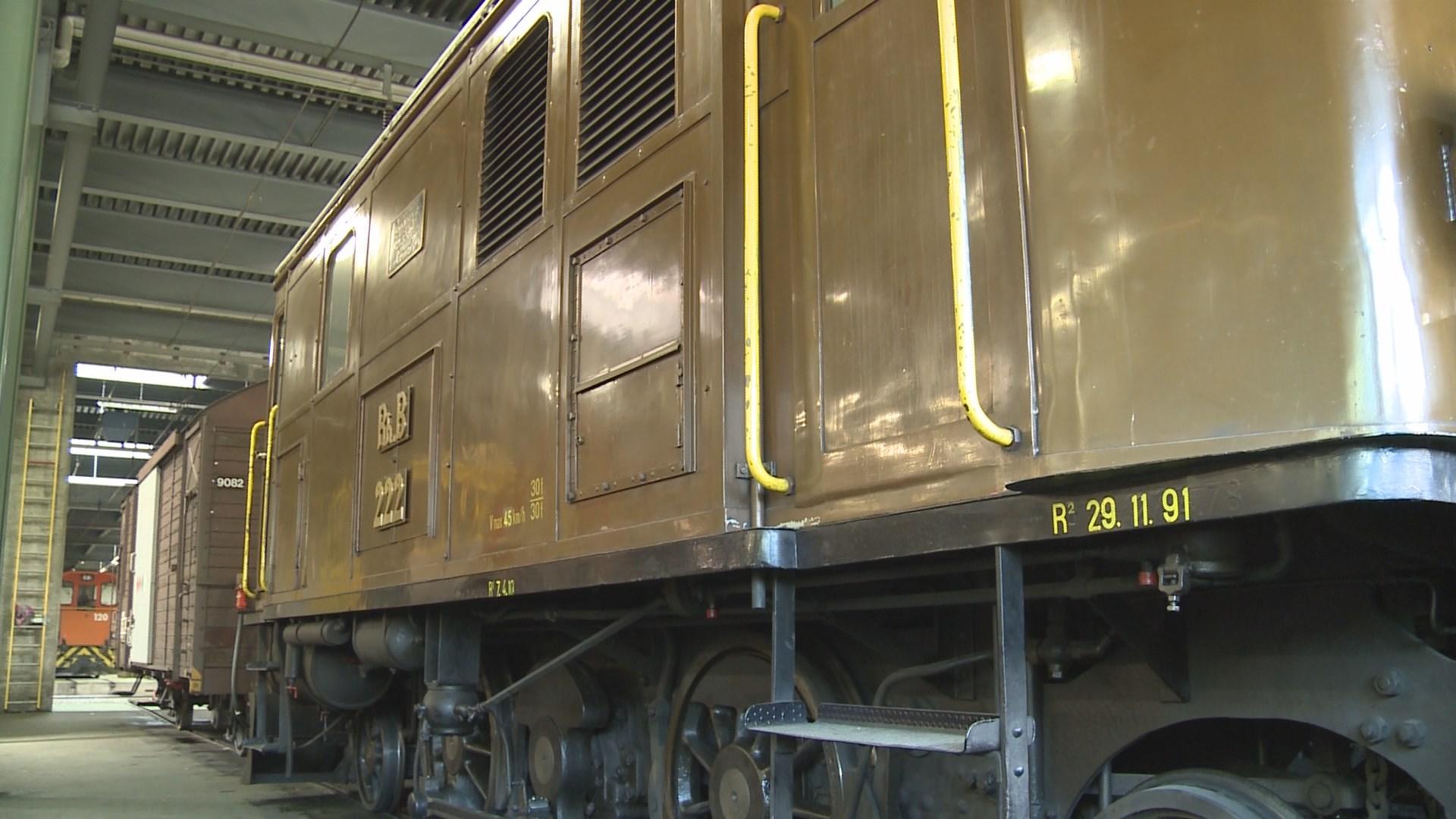 La locomotiva 222 è stada l'emprima locomotiva electrifitgada da la Viafier retica.