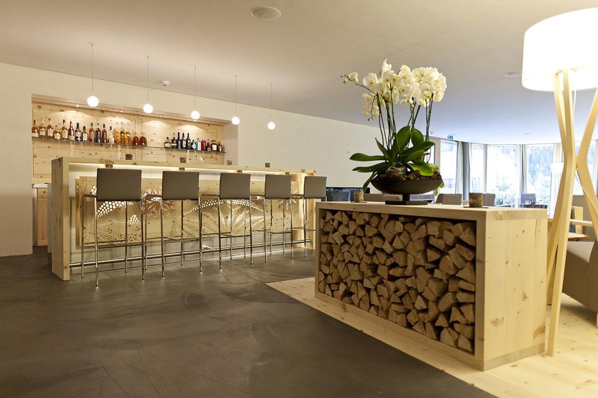 Impressiuns da las lavurs en lain da Marco Cadonau - en ufficina ed en hotel.