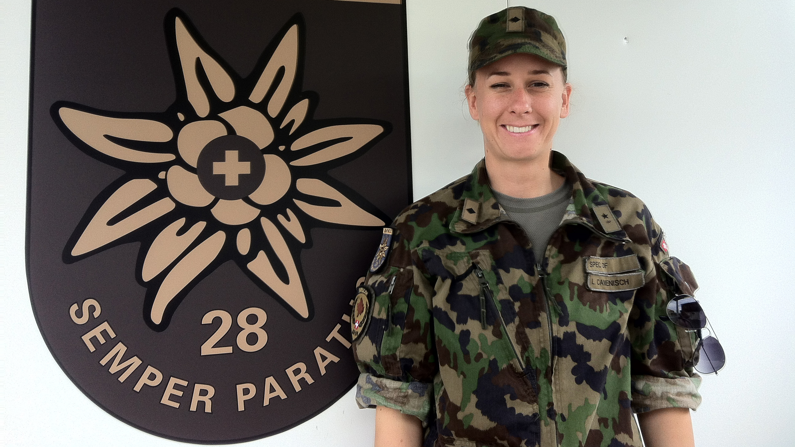 Ladina Camenisch en servetsch tar la KFOR en il Cosovo.