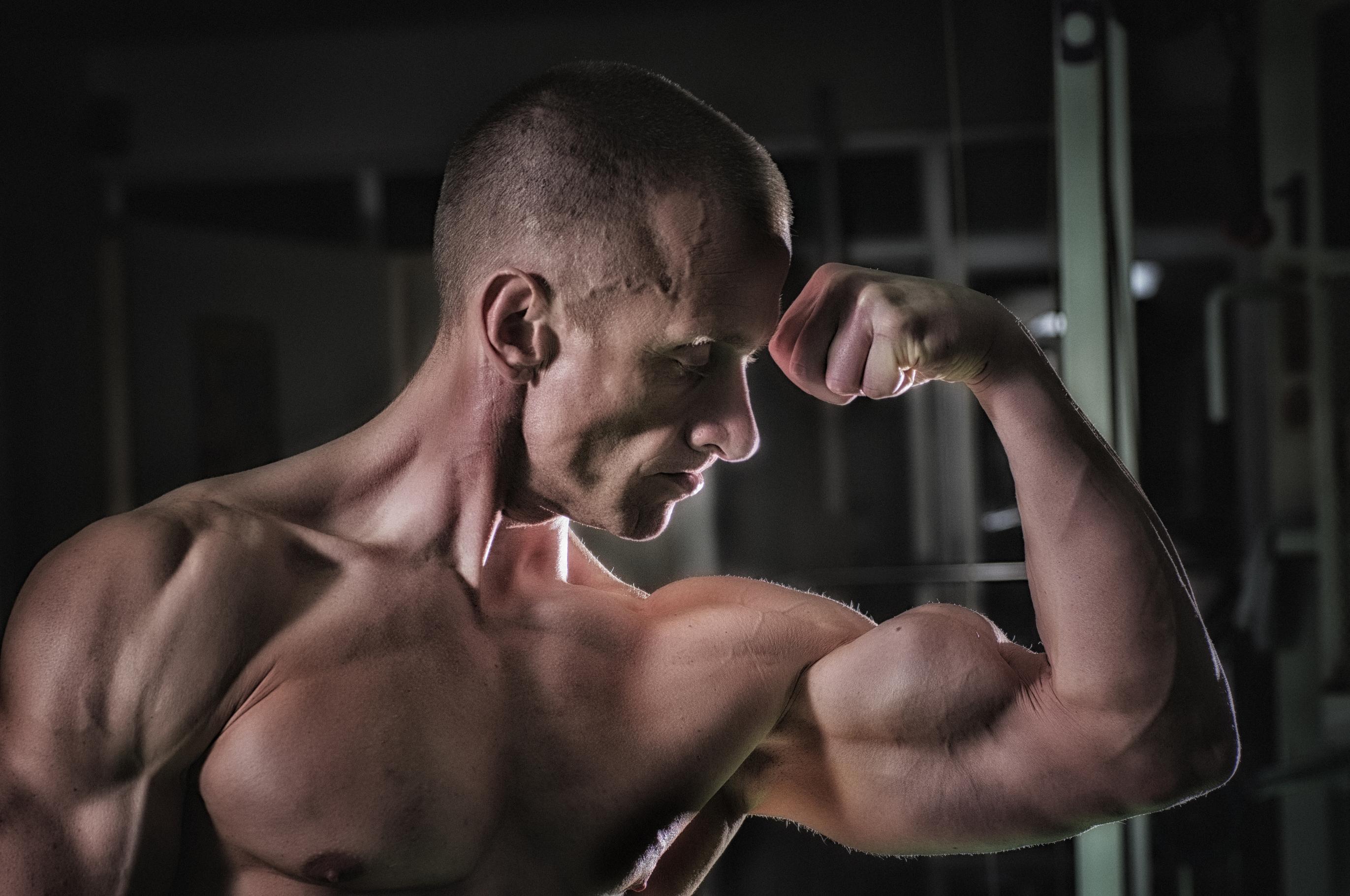 ers umens van ozendi regularmain en studios da fitness per trenar lur musculs.