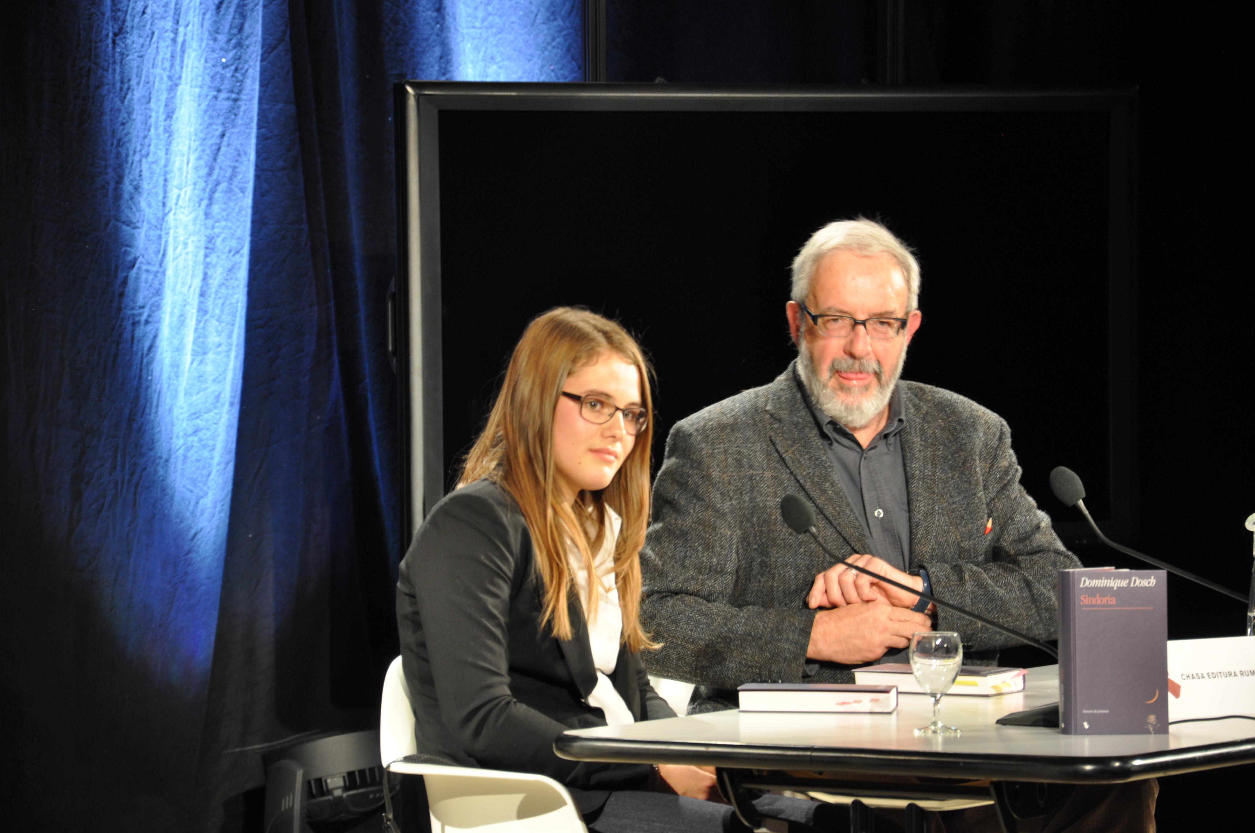 La giuvna scriventa Dominique Dosch cun Chasper Pult.