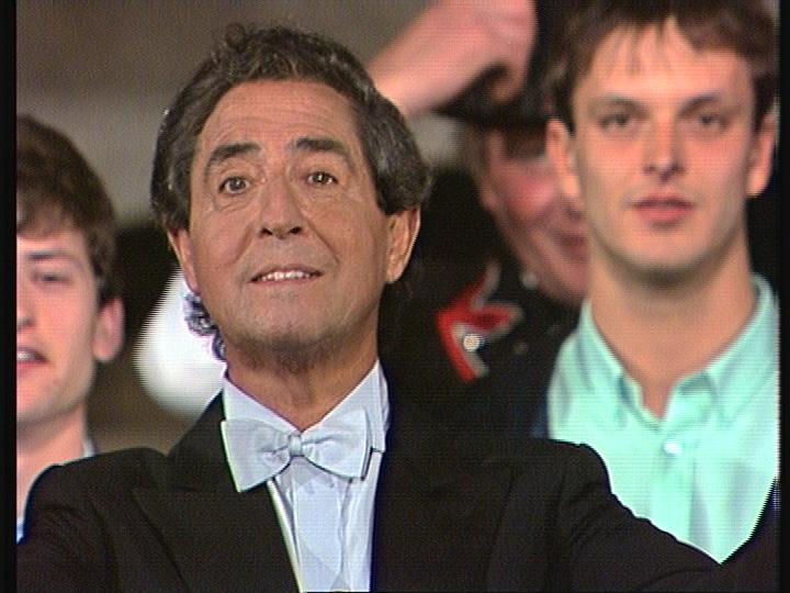 Vico Torriani en sia emissiun 'Willkomma bim Vico' l'onn 1987.