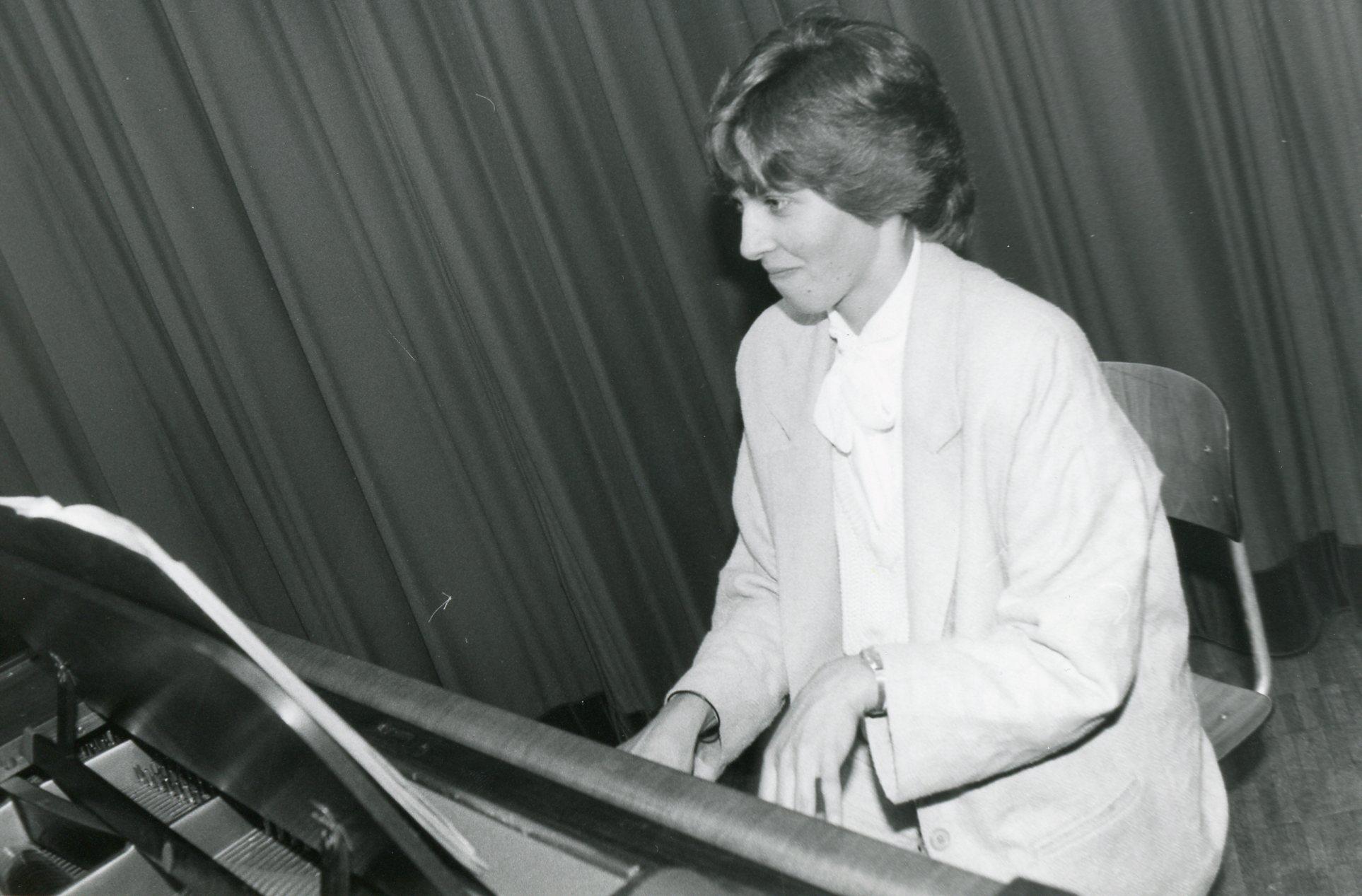 Marie Louise Werth al clavazin.