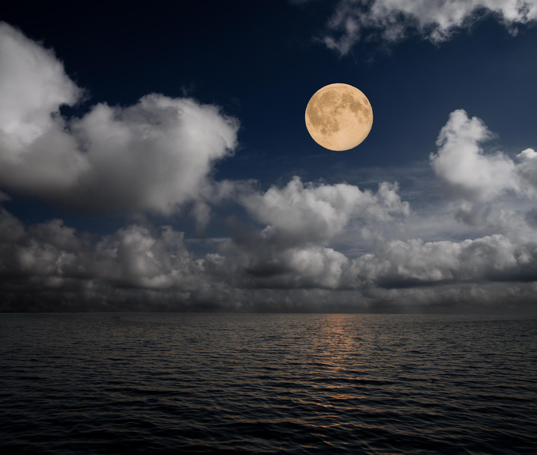 Glina che splendura sur la mar.