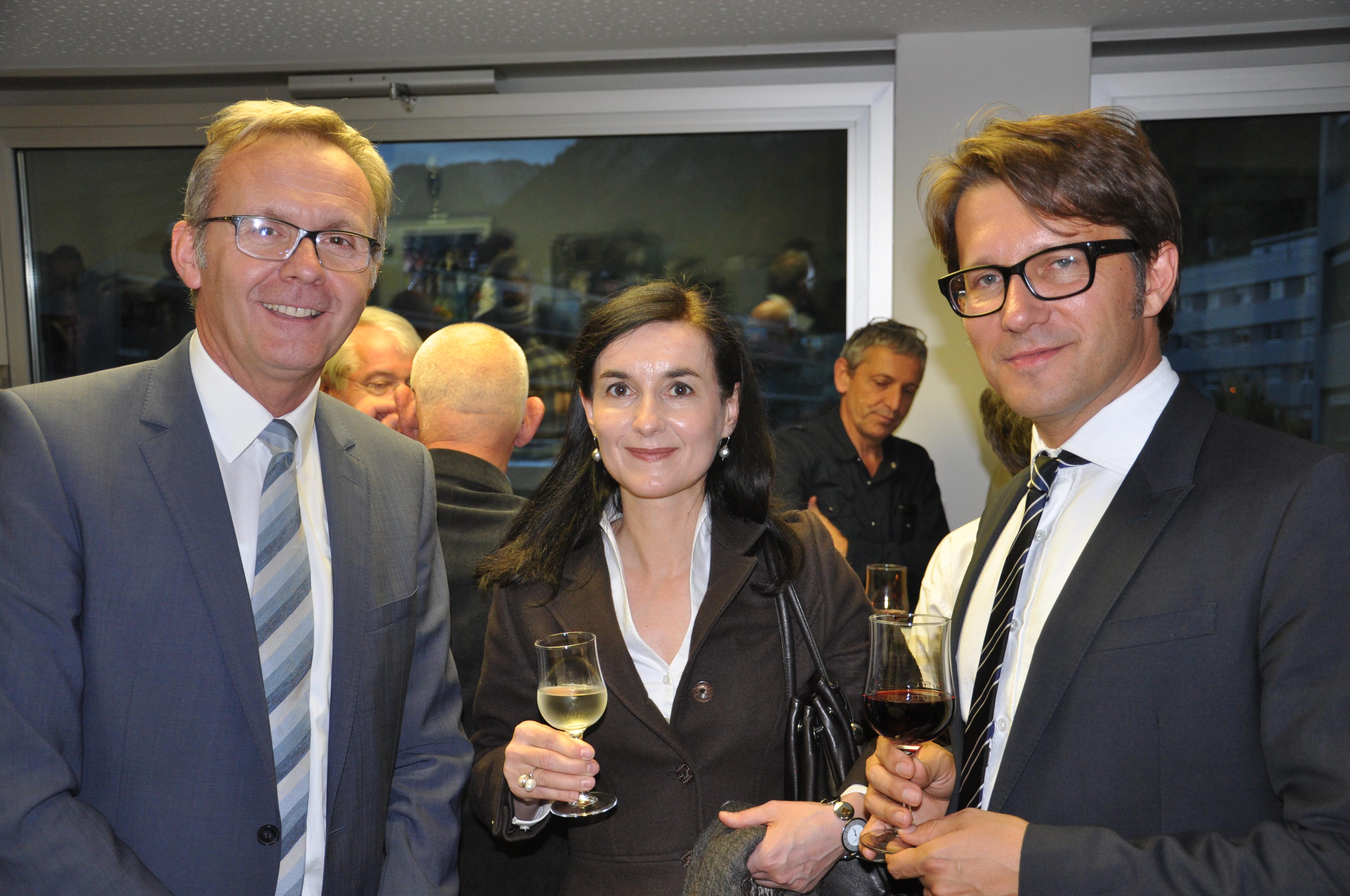 (da san.) Mariano Tschuor, directur RTR; Barbara Gabrielli, manadra uffizi da cultura chantun Grischun; Andrew Holland, directur Pro Helvetia.