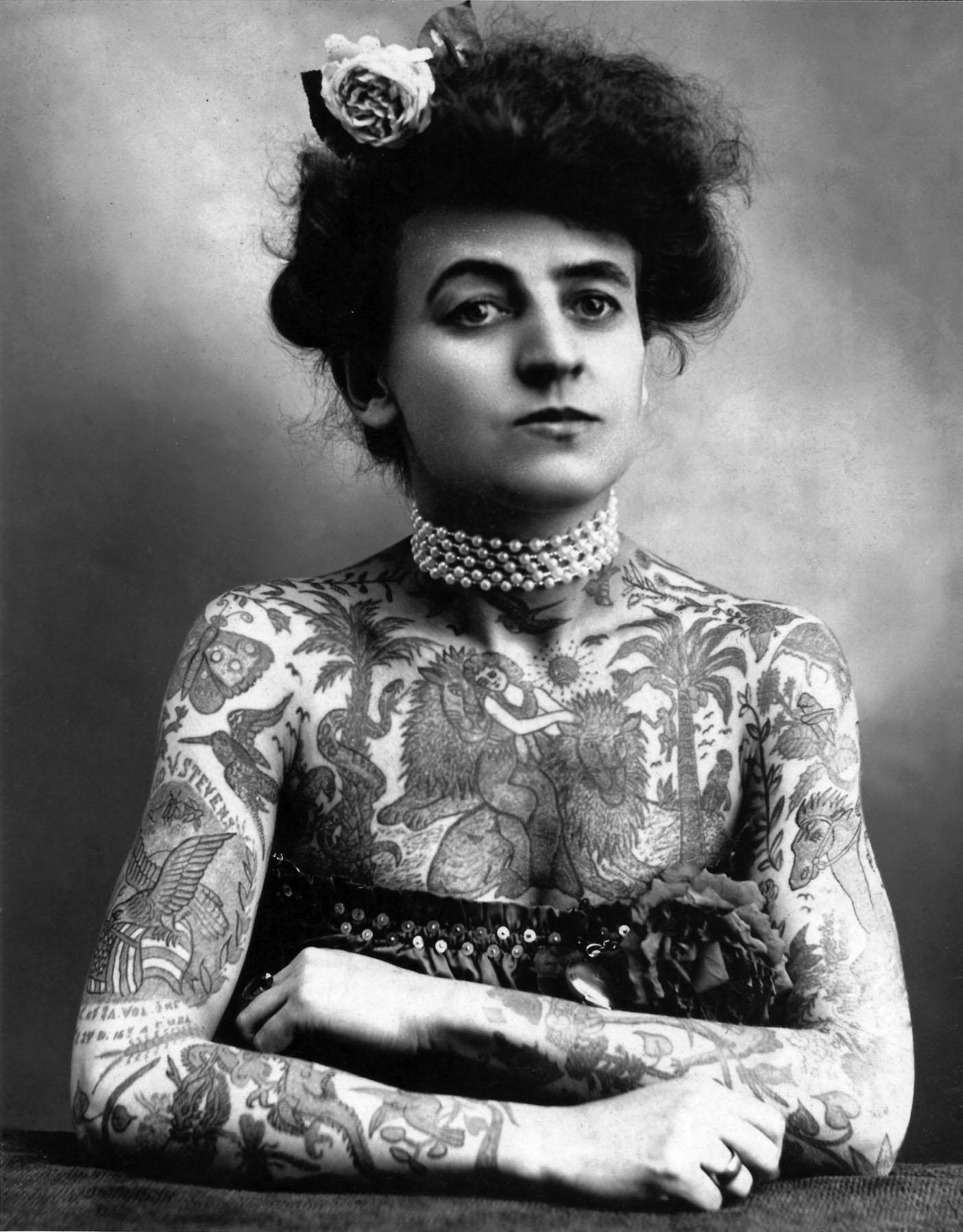 Maud Stevens Wagner (1877-1961), USA: Ina da las emprimas tetovadras. E tge utschè sa zuppa sut la culauna da perlas? Natiralmain la randulina.