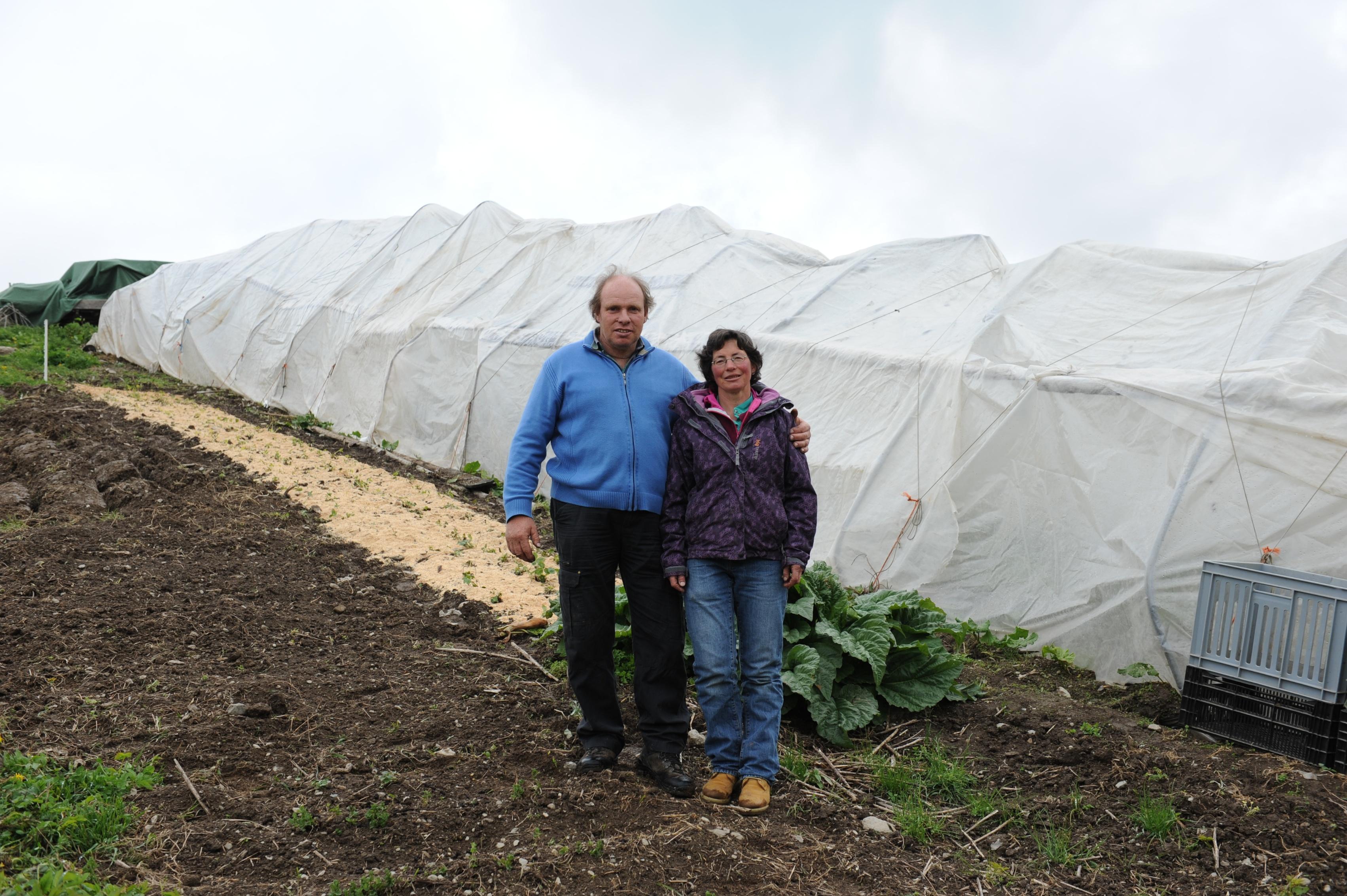 Annamaria e Marcus Duff cultiveschan sper far il pur anc en tut 2000 meters quadrat iert.