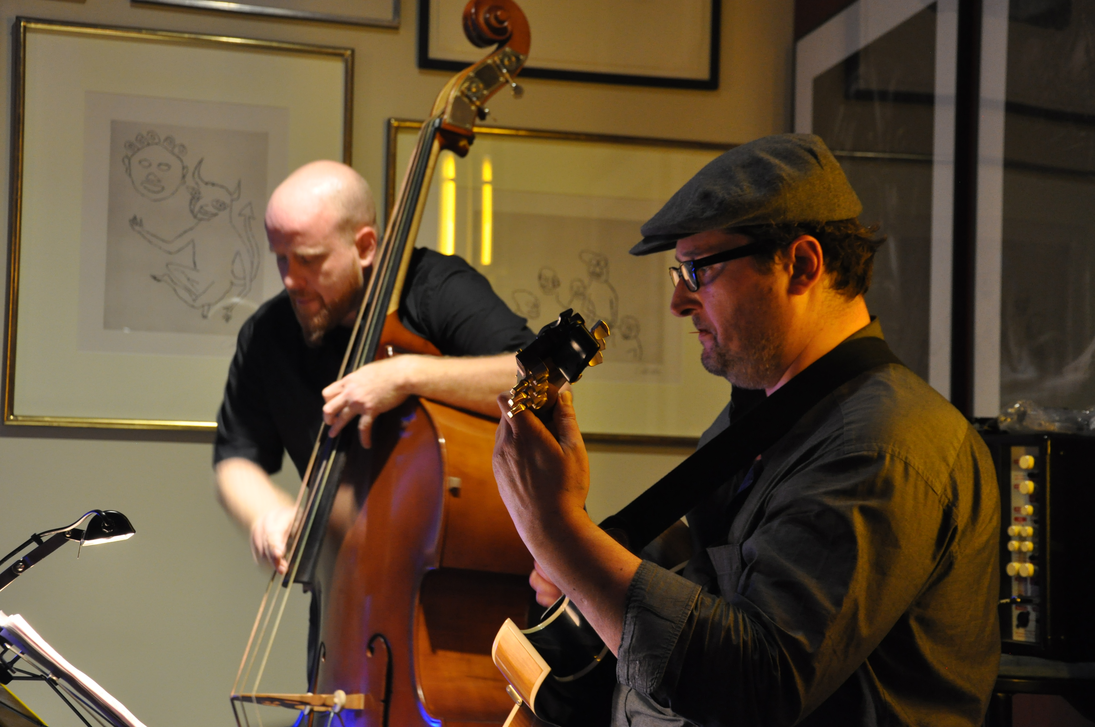 Rees Coray, bass e Patrick Holzer, ghitarra – durant il concert da Weekly jazz.