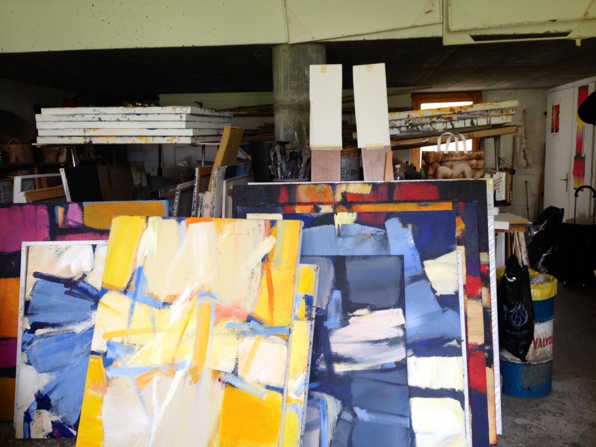 Impressiun or da l'atelier da l'artist Jacques Guidon.