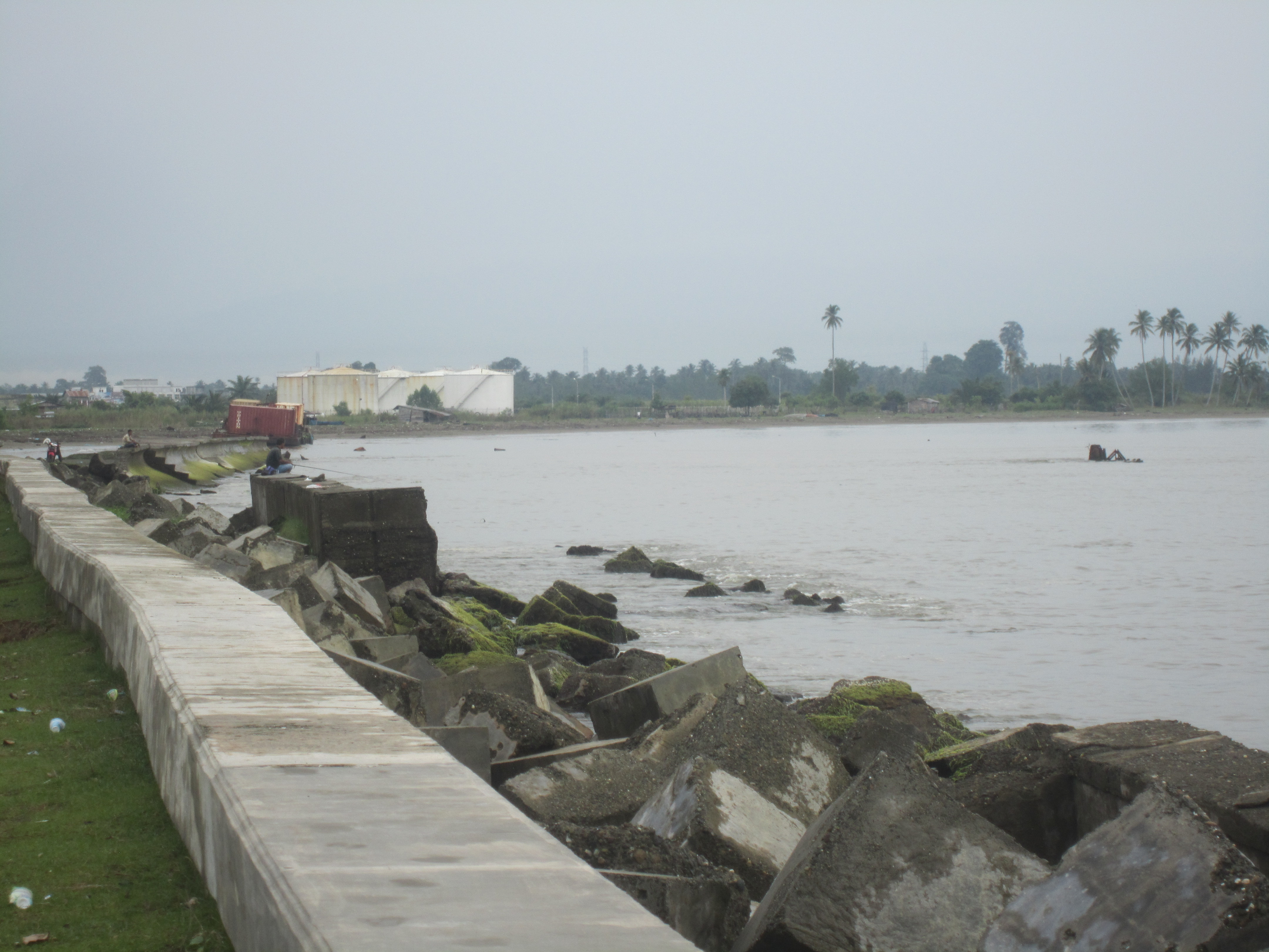 Questa part da la mar a Meulaboh era avant il terratrembel anc zona abitada.