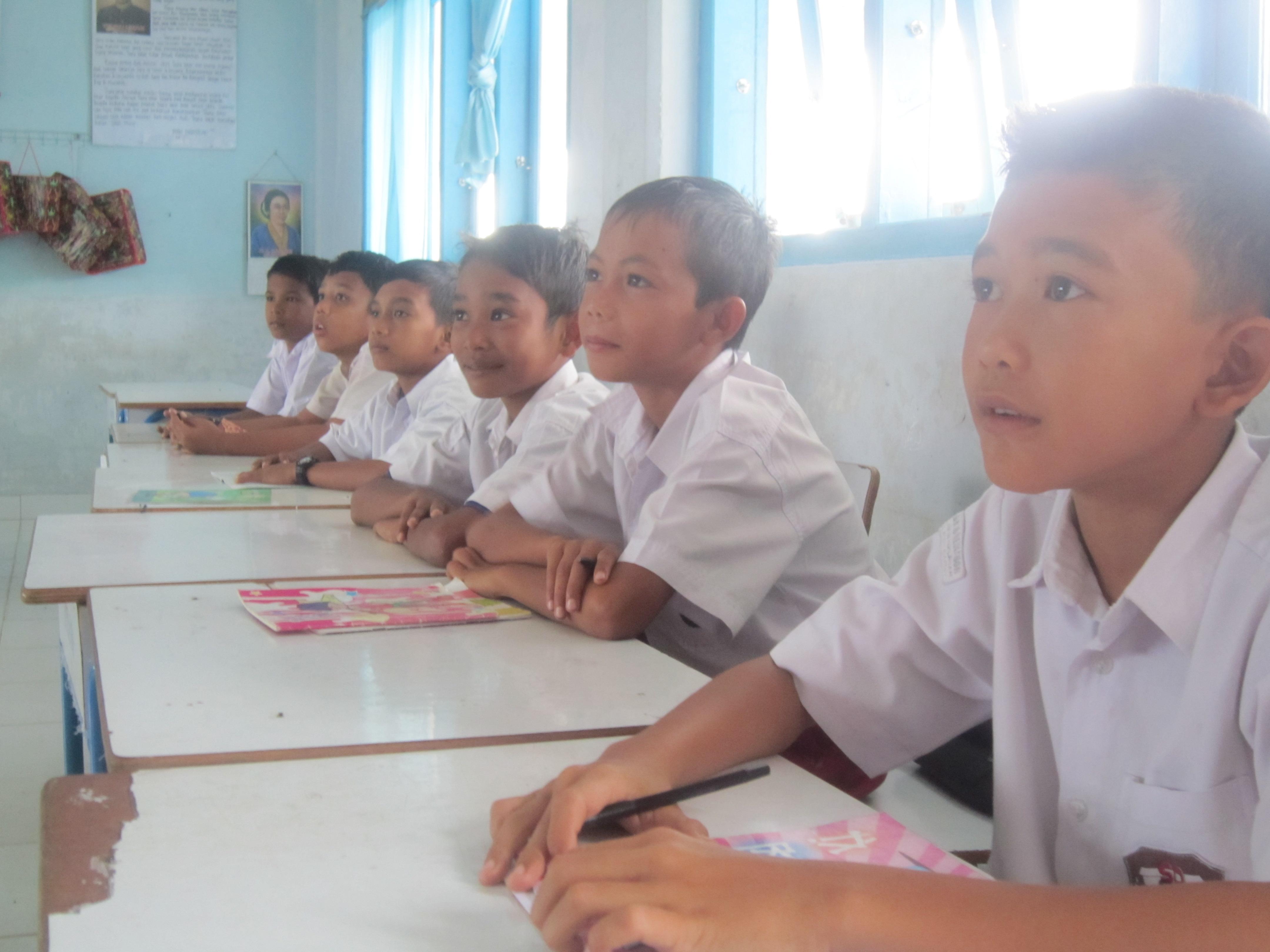 En ina scola a Meulaboh.