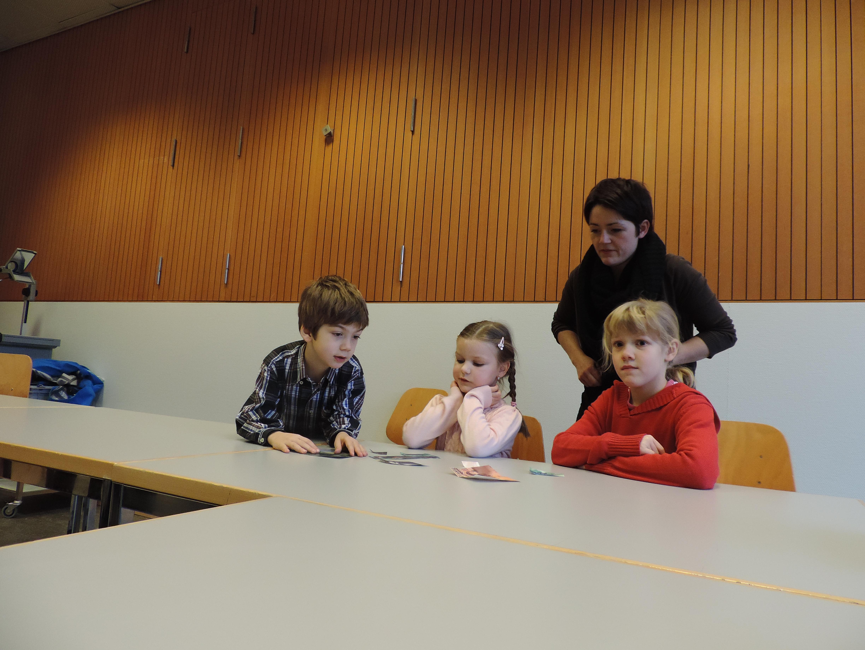 Lavur en gruppa cun la scolasta Anna Mengiardi.