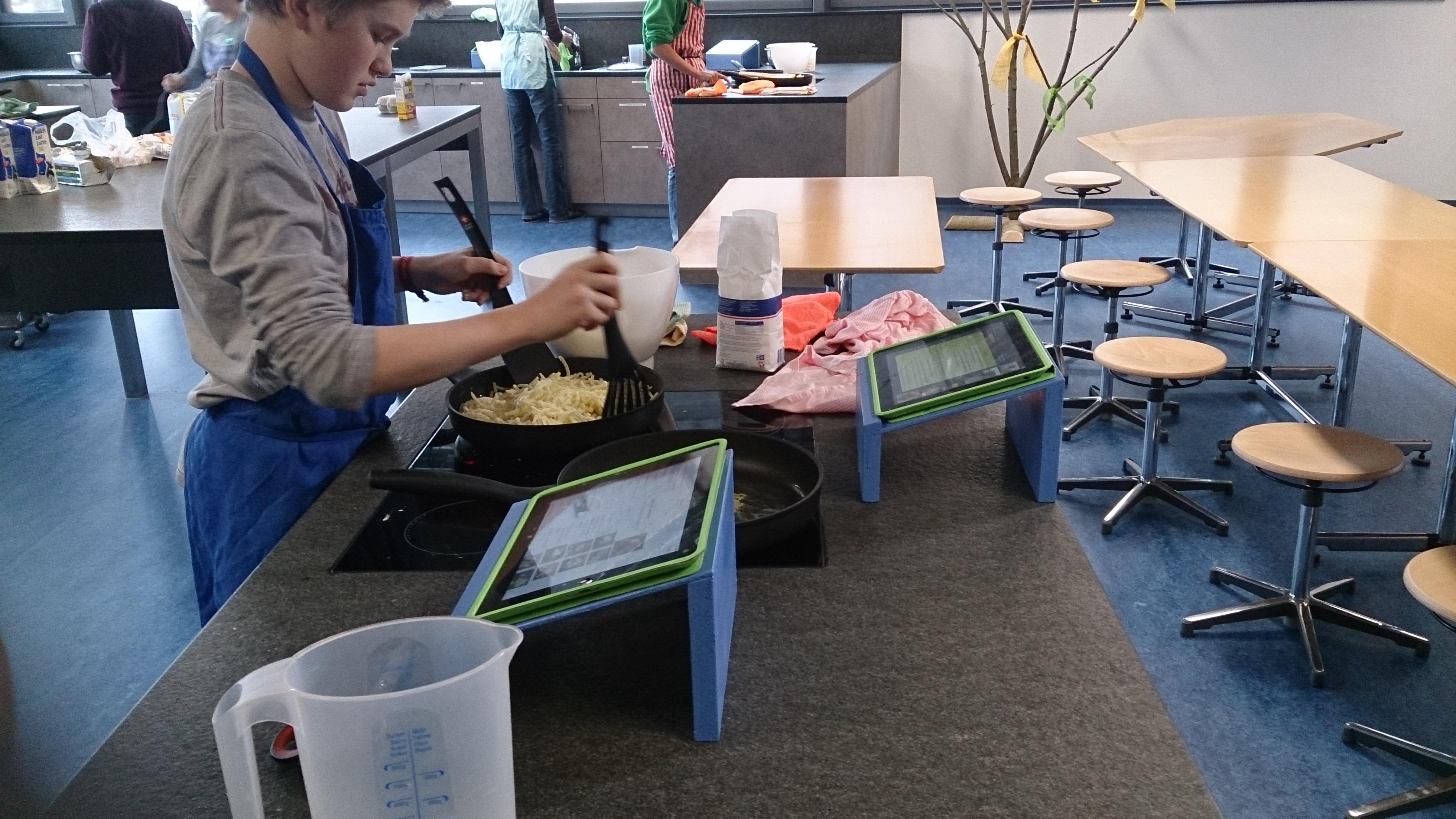 Cuschinar cun iPad en scola a Laax.