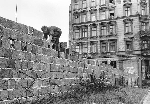 Il mir da Berlin vegn construì