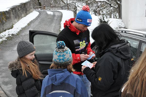 Ils autograms dals sportists èn tschertgads tar ils fans da Sagogn